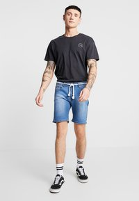 Liquor N Poker - PINCH FADE AND ROPE WAIST TIE - Jeans Shorts - stone wash - 1