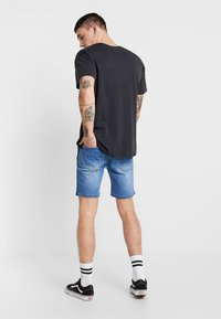 Liquor N Poker - PINCH FADE AND ROPE WAIST TIE - Jeans Shorts - stone wash - 2