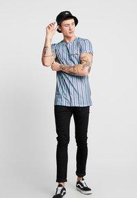 Liquor N Poker - MUSCLE CANDY STRIPE  - T-Shirt print - lilac/lime - 1