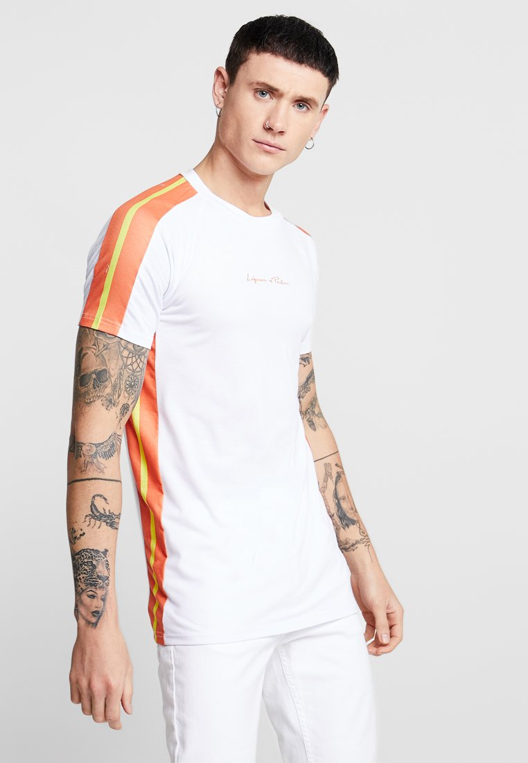 Liquor N Poker - MUSCLE FIT NEON SIDE STRIPE - T-Shirt print - white/orange