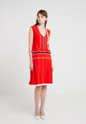 DESSERT - Pletené šaty - fiery red/off white/pink