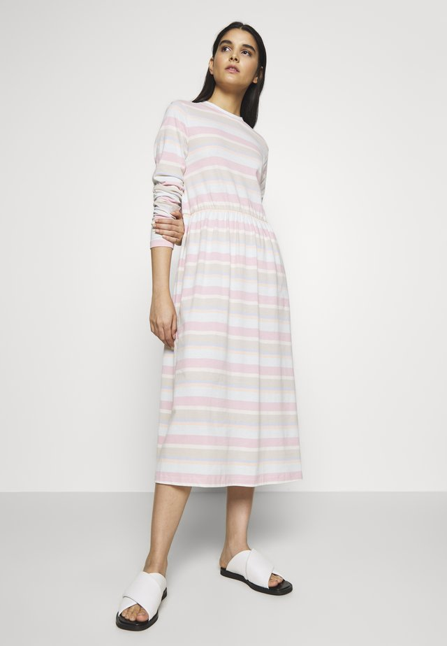 ZINK DRESS - Trikoomekko - light pink