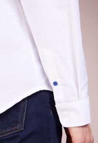 Libertine-Libertine - HUNTER DRESS STRAIGHT FIT - Koszula - white - 4