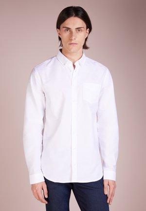 HUNTER DRESS STRAIGHT FIT - Koszula - white