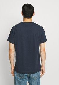 Libertine-Libertine - BEAT LUST LIFE - T-shirts print - navy/red - 2