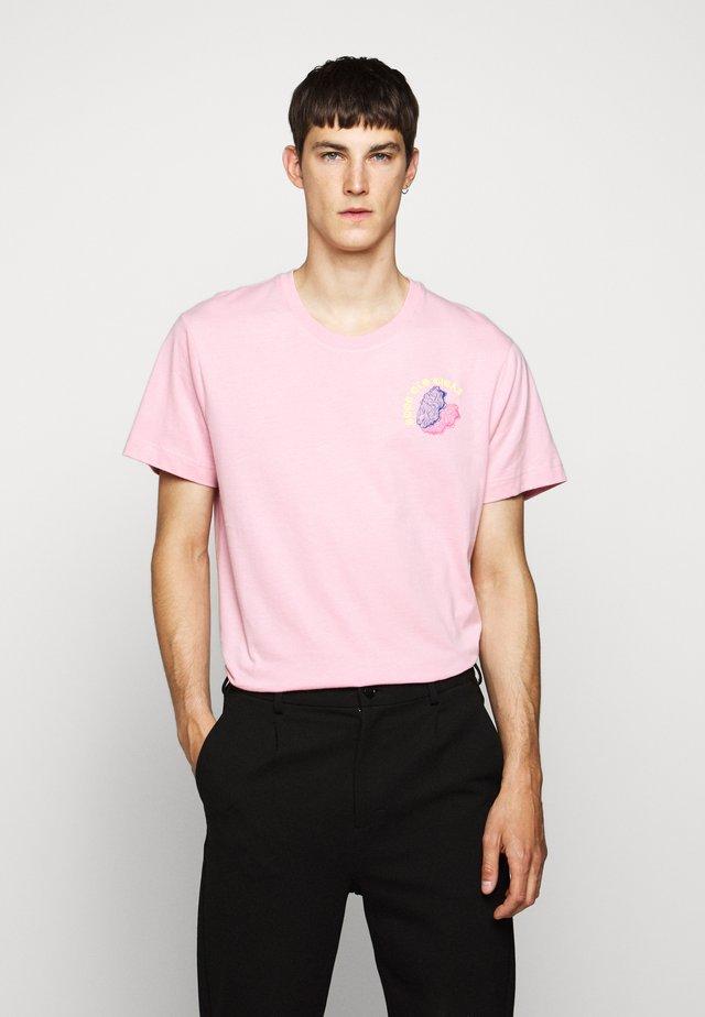 BEAT GIGAS - T-shirts med print - pink