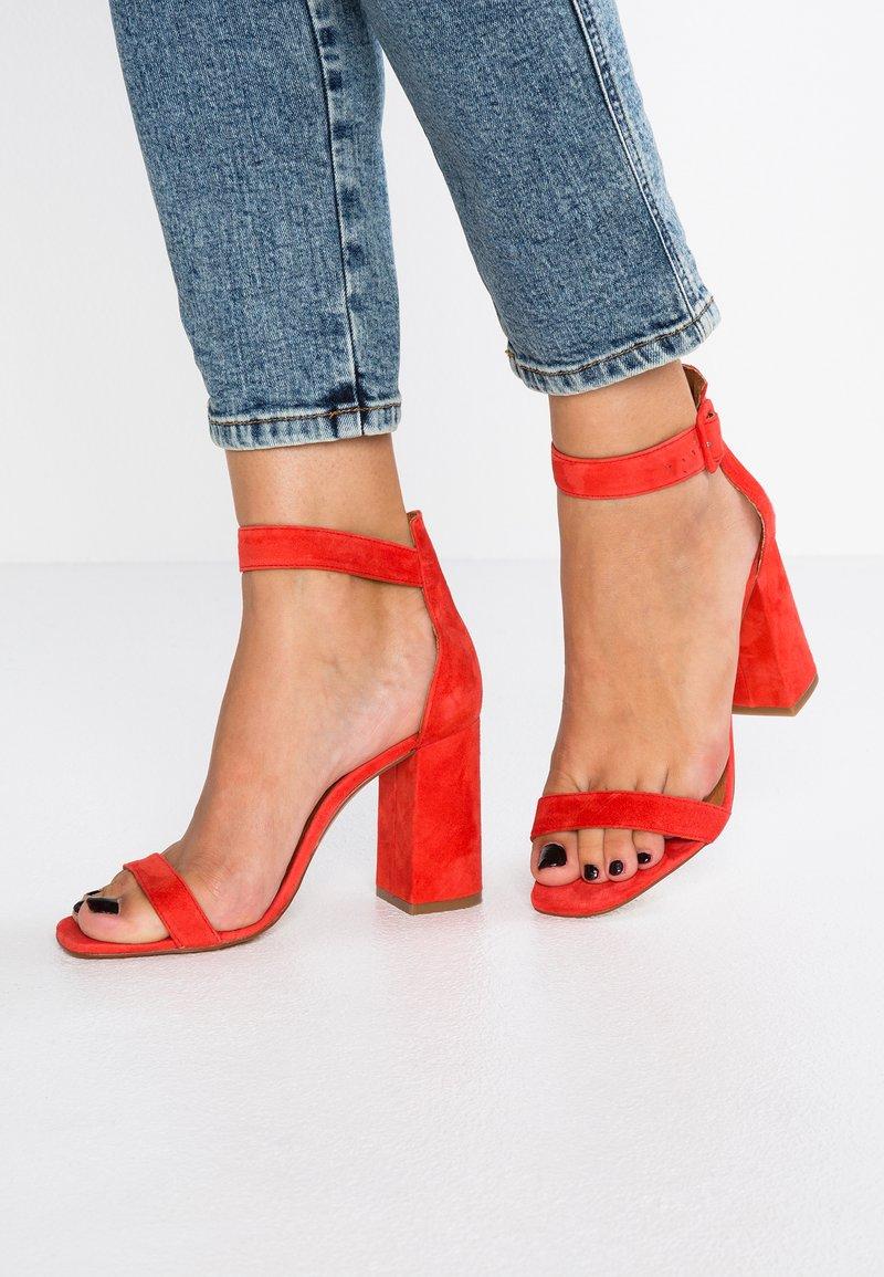 L'INTERVALLE - NELLA - Højhælede sandaletter / Højhælede sandaler - red