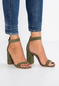 L'INTERVALLE - NELLA - High heeled sandals - khaki - 0