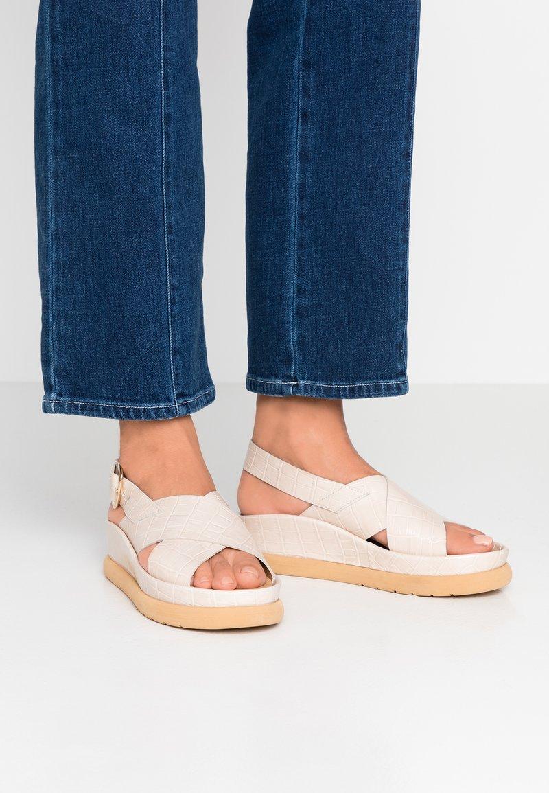 L'INTERVALLE - REME - Platform sandals - light beige