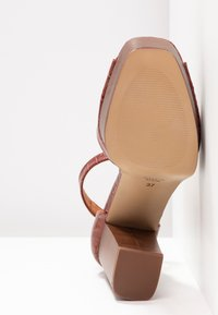 L'INTERVALLE - DISAMA - High heeled sandals - brandy - 6