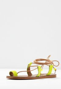 L'INTERVALLE - CUPCAKE - T-bar sandals - yellow - 4