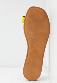 L'INTERVALLE - CUPCAKE - T-bar sandals - yellow - 6