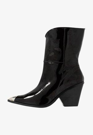 HAMES  - Kovbojské/motorkářské boty - black