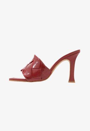 DIANE - Pantofle na podpatku - trenzado big