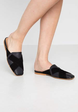 COSBY - Mules - black