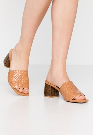 NADI - Heeled mules - tan