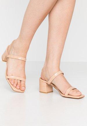 KENDI - Sandaalit nilkkaremmillä - maquillaje lirio
