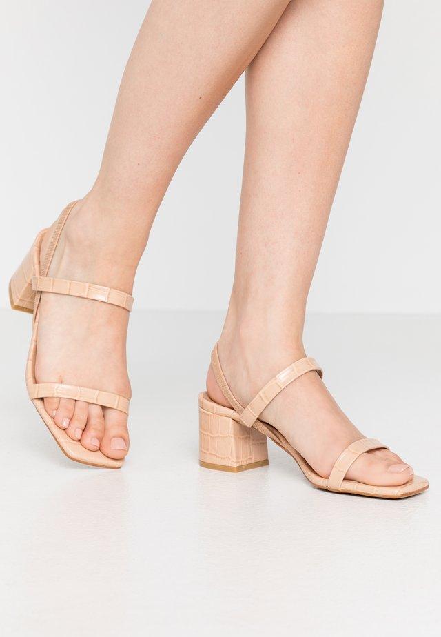 KENDI - Sandals - maquillaje lirio