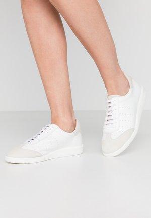 MASTER - Sneaker low - white