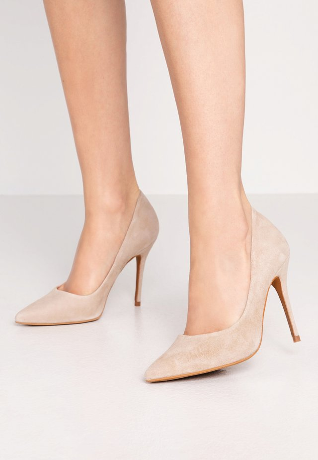 TEEVA - Klassiska pumps - taupe