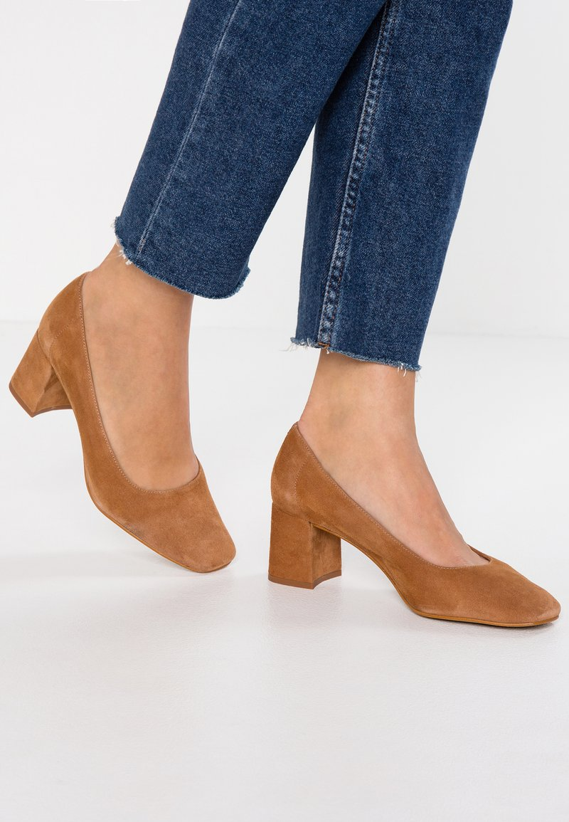 L'INTERVALLE - RUPIE - Pumps - tan