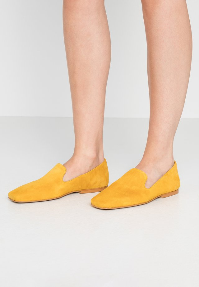 MILE - Slippers - maya