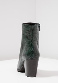 L'INTERVALLE - KENOVA - Classic ankle boots - green - 5