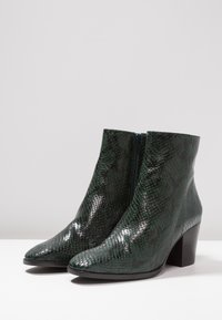 L'INTERVALLE - KENOVA - Classic ankle boots - green - 4