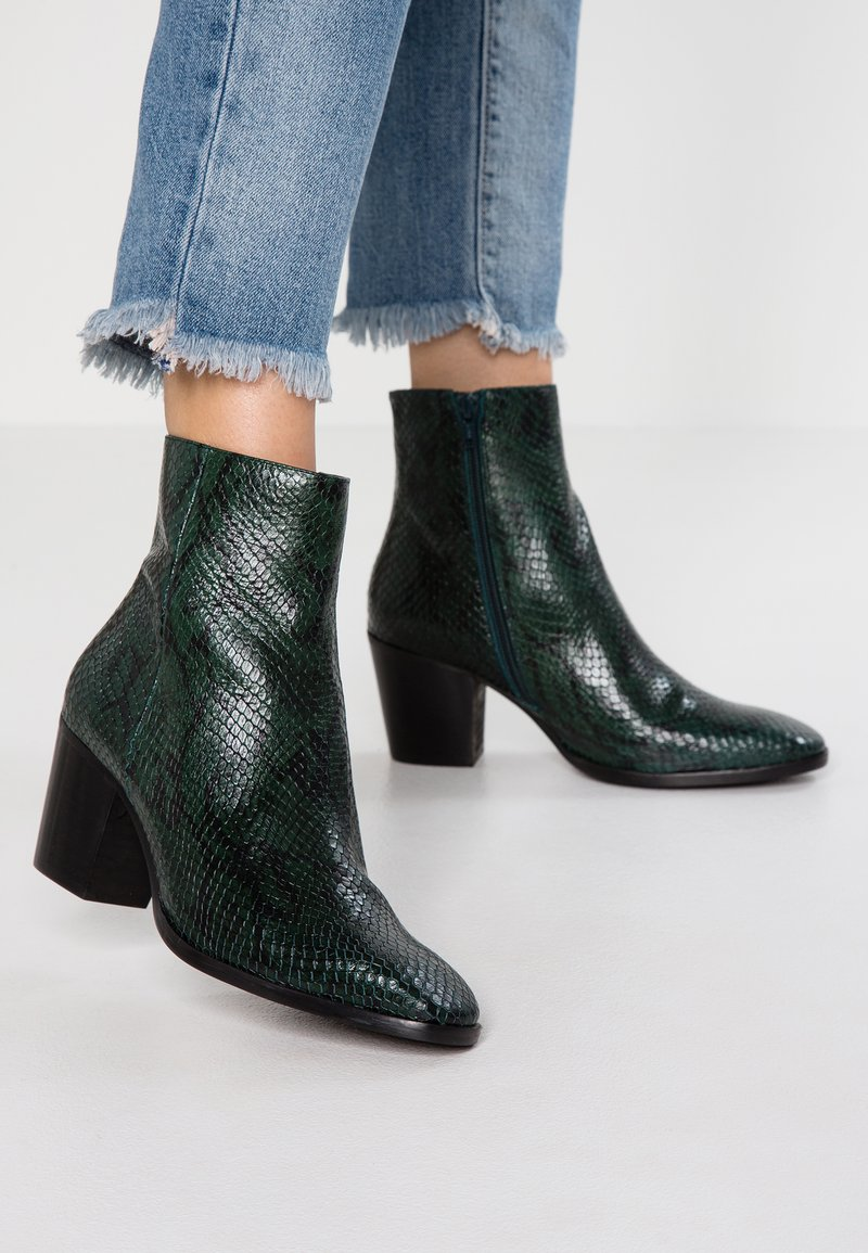L'INTERVALLE - KENOVA - Classic ankle boots - green