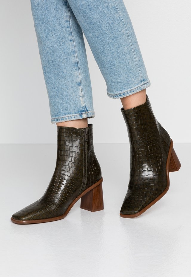 CONDU - Classic ankle boots - green