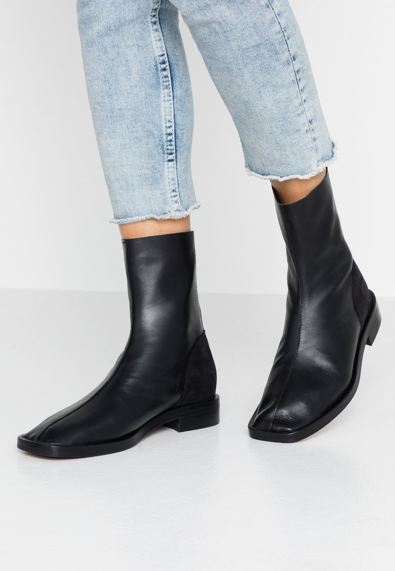 L'INTERVALLE - GOSS - Classic ankle boots - black