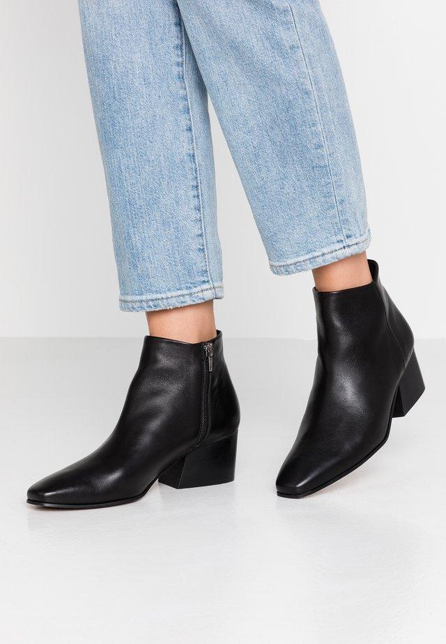 DAPPER - Ankle Boot - black