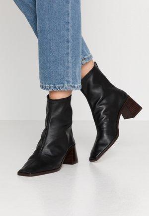 BASIL - Korte laarzen - black
