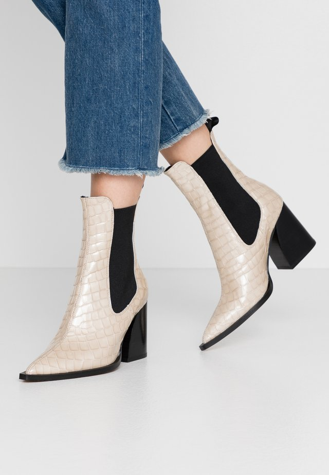 HUTTERFLY - Classic ankle boots - grey
