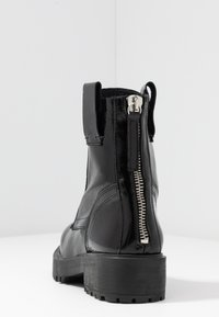 L'INTERVALLE - JARNA - Lace-up ankle boots - black - 5