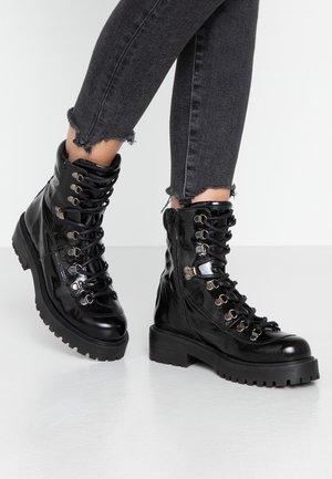 YARIS - Kotníkové boty na platformě - black