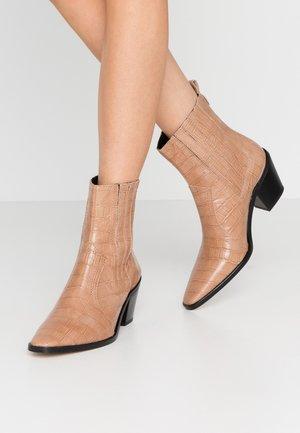 BLANCHE - Cowboy/biker ankle boot - lirio