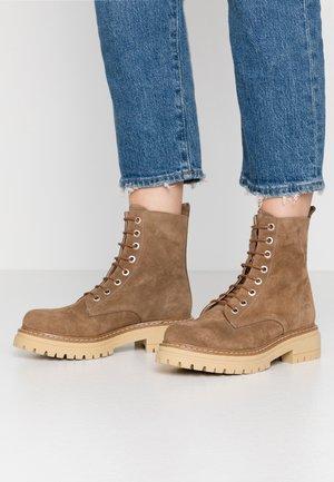 SHEFIELD - Platform ankle boots - tan