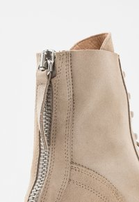 L'INTERVALLE - KINGHAM - Lace-up ankle boots - beige - 2