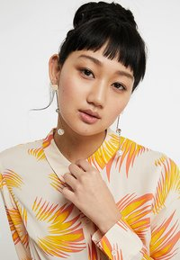 LIARS & LOVERS - FACET ASYMETRIC EARRING - Earrings - gold-coloured - 1