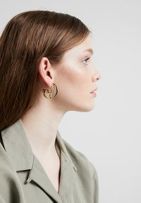 LIARS & LOVERS - CUT OUT HOOP - Earrings - gold-coloured - 1