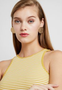 LIARS & LOVERS - WEAVE STUD - Earrings - gold-coloured - 1