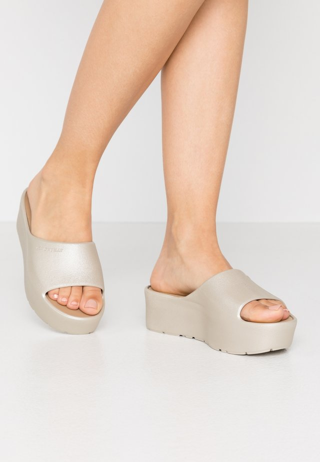 SUNNY - Pantofle na podpatku - warm grey
