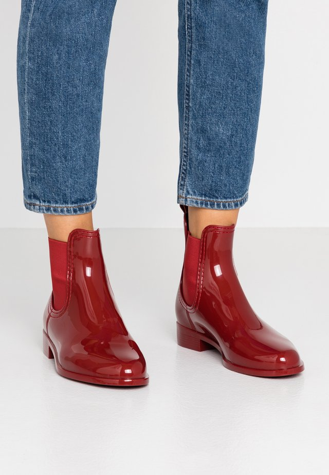 COMFY - Wellies - loganberry
