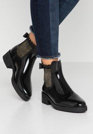 ALIYA - Gummistøvler - black