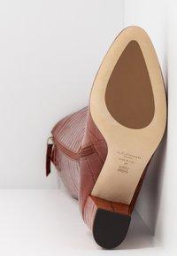 LK Bennett - SIRENA - Boots - caramel - 6