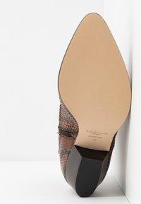 LK Bennett - CHORAL - Ankle boots - mustard - 6