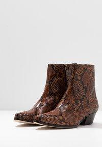 LK Bennett - CHORAL - Ankle boots - mustard - 4