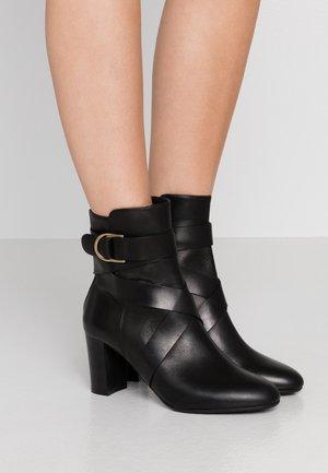 RAYA - Støvletter - black