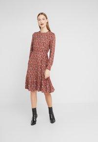 LK Bennett - CARINA - Sukienka letnia - red multi - 0